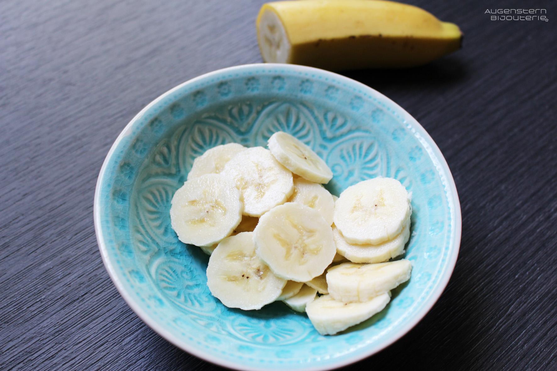 Dann die klein geschnittene Banane hinzugeben